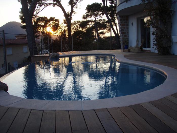 Michel karas pisciniste jardinier paysagiste dans le var for Cout piscine a debordement