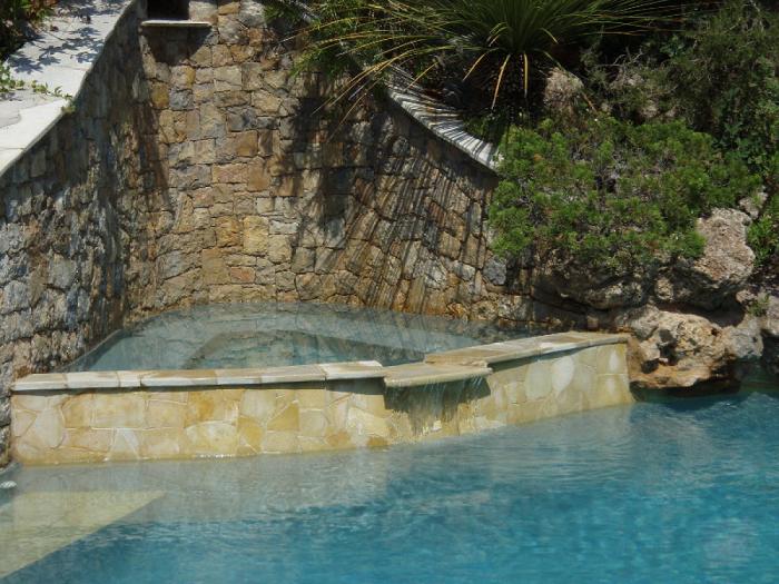 Michel karas pisciniste jardinier paysagiste dans le var for Constructeur piscine beton var